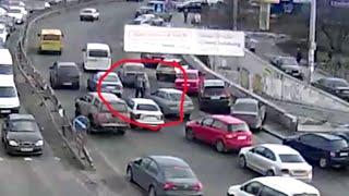 Драка водителей у радиорынка в Киеве(, 2016-02-07T09:58:49.000Z)