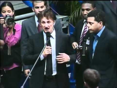 Chávez habla en inglés con Sean Penn