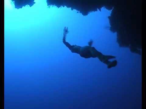 William Trubridge freedives THE ARCH at Blue Hole, Dahab