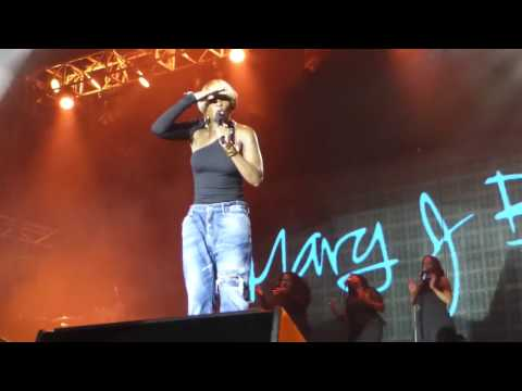 "Mary J Blige ""Good Woman Down"" At Bluesfest 2017"