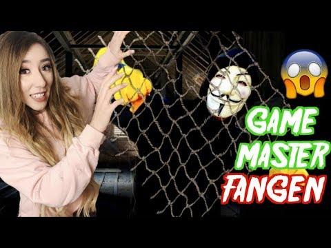stelle GAME MASTER FALLE und FANGE IHN mit FISCHERNETZ (verstecke in BOX)