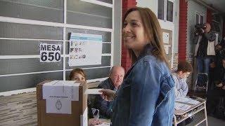 """Tras emitir su voto, Vidal dijo que """"hoy habla la gente, los dirigentes no decimos nada"""""""