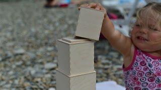 видео Восемь обязательных развивающих игрушек для детей 1 года