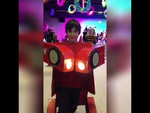 Transformers Ironman Kostüm Ve Ilay In Ilk Balosu