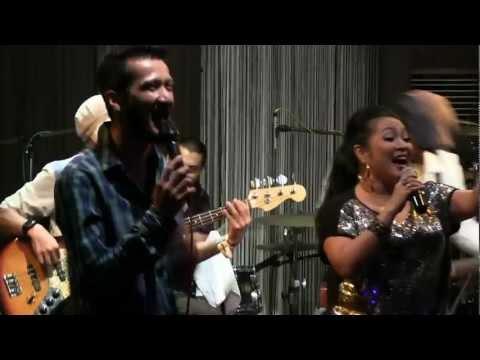 The Groove - Katakan Dengan Cinta @ Mostly Jazz 14/07/12 [HD]