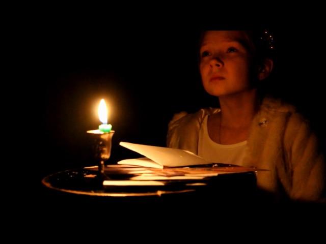 Изображение предпросмотра прочтения – ЕлизаветаПерминова читает произведение «Она сидела наполу…» Ф.И.Тютчева