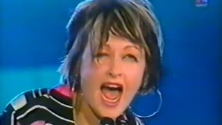 Cyndi Lauper - Money Changes Everything (Live in Romania 2001)