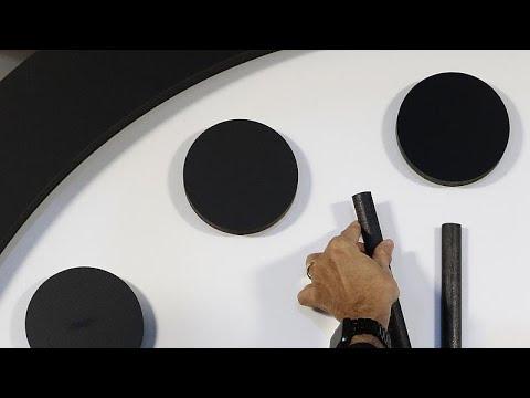 euronews (in Italiano): L'Orologio dell'Apocalisse, mancano 100 secondi: persi 50 secondi in tre anni