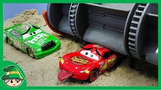 Disney Car Lightning McQueen was surprised at Frank. McQueen car that was laid.