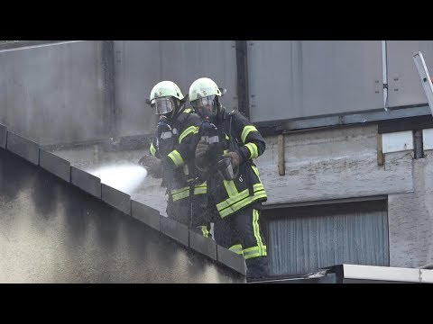 Garagenbrand greift auf 2 Wohnhäuser über - 1 Verletzter in Sankt Augustin-Ort am 31.07.17 + O-Ton