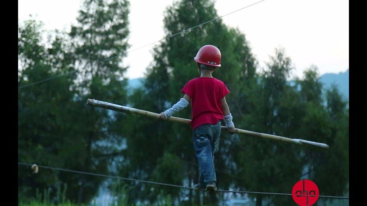 【Aha视频】父亲训练6岁孩子走钢丝开直播,是为了改变命运?