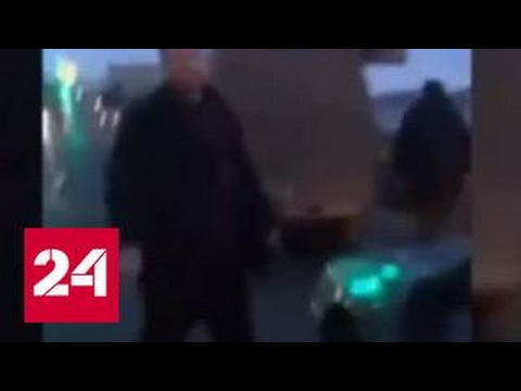 В Петербурге участник ДТП напал на машину оппонента с молотком