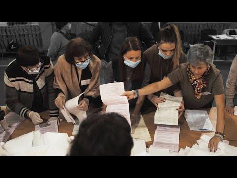 Четверта влада Рівне: Від світанку до світанку: журналісти чергували на рівненській виборчій дільниці в спортзалі школи