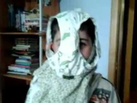 одел девушке трусы на голову