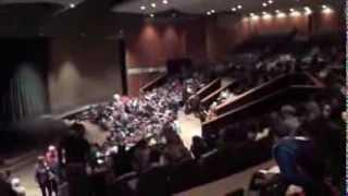 Америка.Обычная американская школа (9-12кл.)-бесплатная.Актовый зал школы как хороший театр-вау!
