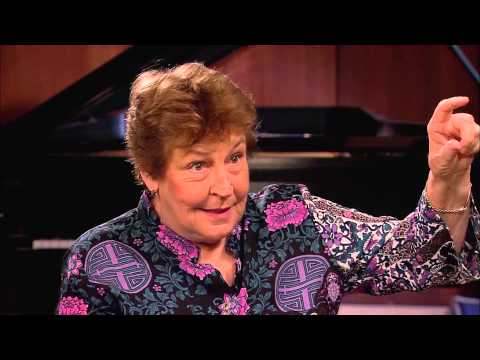 InnerVIEWS with Ernie Manouse: Helen Reddy