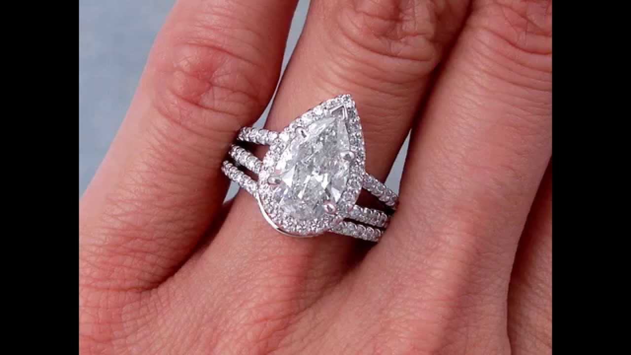 Attractive wedding rings: Pear engagement ring with wedding band