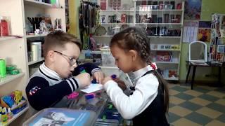 Играем в продавца и покупателя! Детское видео.