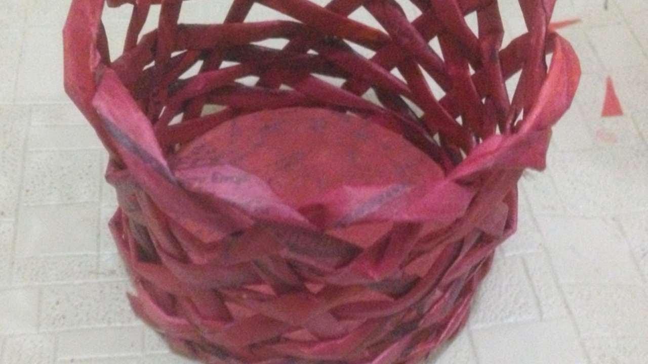 Crea un simpatico cestino con fogli di giornale fai da for Arte fai da te casa