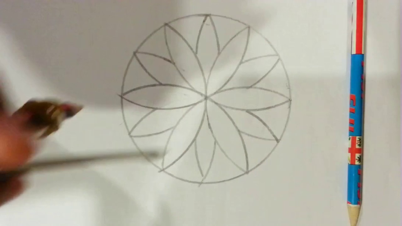 How To Make A Flower Type Thing With A Compass Art Youtube