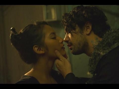 Ciuman Mesra Artis Cantik Tara Basro dan Reza Rahadian WAJIB TONTON