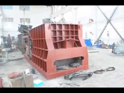 Контейнерные ножницы разрезают автомобиль /Container (horizontal) shear cuts the vehicle body