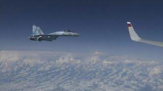 Russische Suchoi-Kampfflugzeuge drängen NATO-Maschine ab