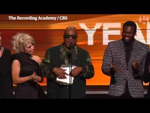 Stevie Wonder jokingly mocks Grammy audience for not reading braille