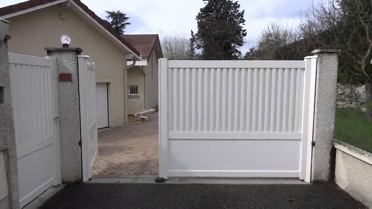 Portail Aluminium 2 Vantaux Ouverture Et Fermeture Portillon Dauphine Stores Et Fermetures Youtube