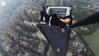 Video Daredevil climber dies during skyscraper stunt download MP3, 3GP, MP4, WEBM, AVI, FLV Agustus 2018
