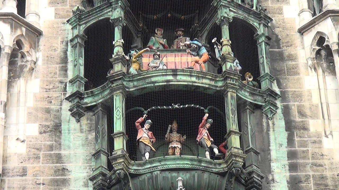 Munich's famous Glockenspiel, Marienplatz. HD. - YouTube