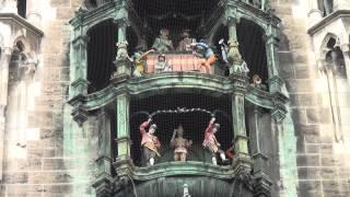 Munich's Famous Glockenspiel, Marienplatz. Hd.