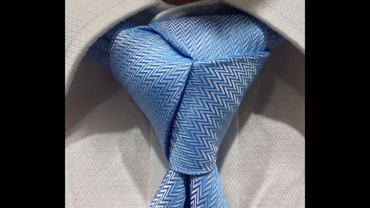 Trebol nudo de corbata trebol youtube for Pasos para hacer nudo de corbata