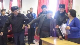 Над бывшим начальником полиции устроили показательный суд