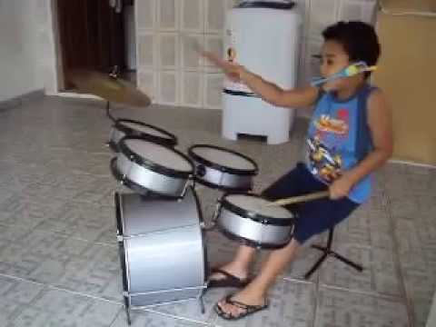Baterista toca rock roll Videos De Viajes