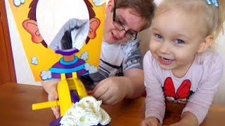 Детский челлендж Пирог в лицо! Алиса и Лева играют в веселую игру для детей Pie Face challenge
