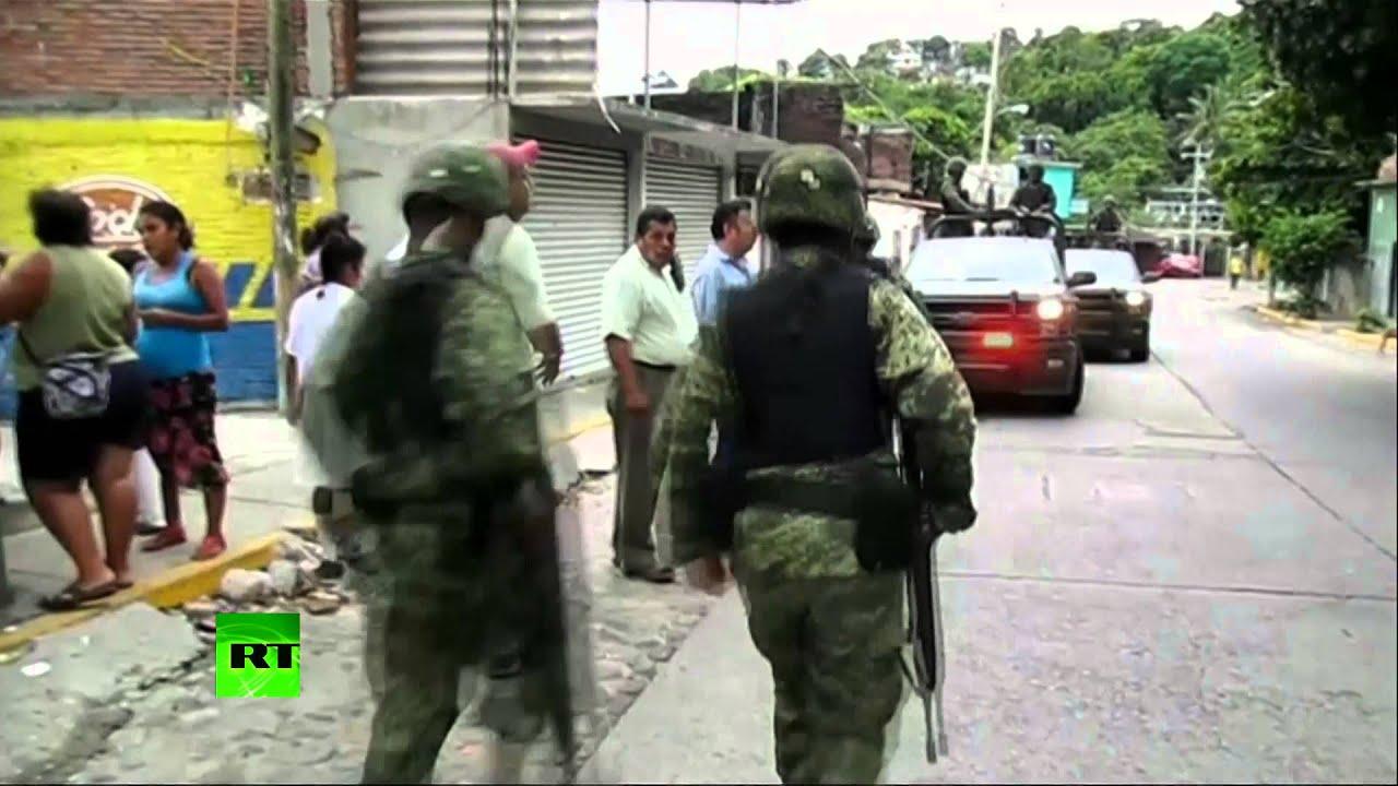 Протестующие студенты штурмом взяли правительственное здание на юге Мексики