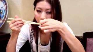紗奈とデートで中華街☆ ショウロンポウを食べる紗奈☆ http://twitter.co...