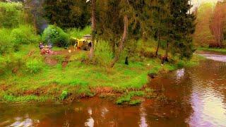 Рыбалка с ночёвками на лесной речке Вода кипит от рыбы Жарёха уха Идём в поход по лесному ручью