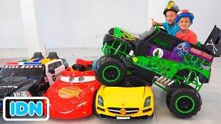 Vlad dan Nikita naik truk monster mainan dan melewati mobil untuk anak anak