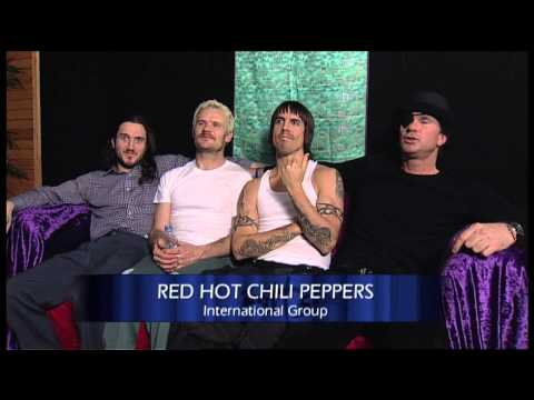 Red Hot Chilli Peppers win International Group presented by Denise Van Outen | 2003