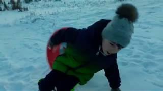 Зимняя прогулка. Училась спускаться с горки. Было очень весело!