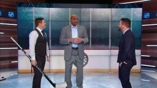 Charles Barkley gets hockey lessons from Kypreos