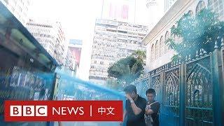 香港示威:清真寺被香港警察水炮車射中,閘口及地板染藍- BBC News 中文