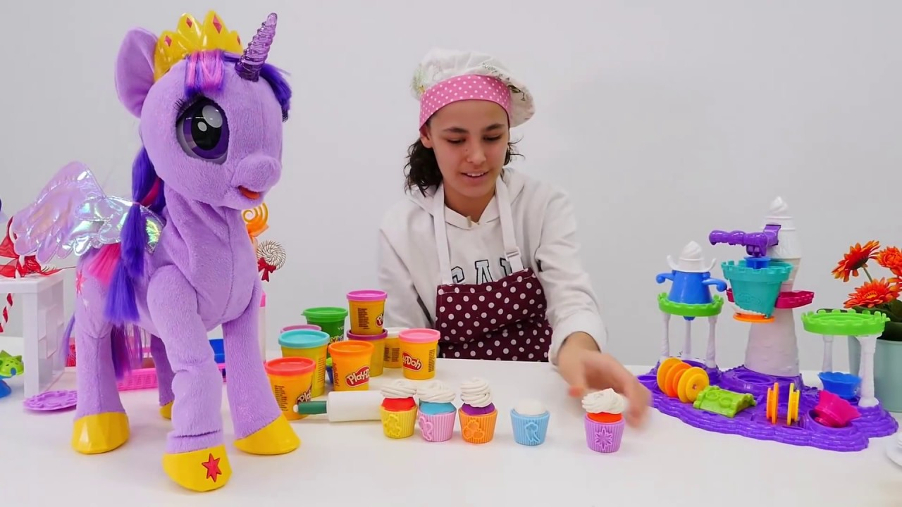 Twilight Sparkle parti yapıyor!  Play Doh ile oyunlar