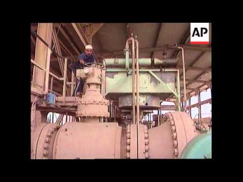 Iraq-Filling Pipeline To Turkey With Crude Oil
