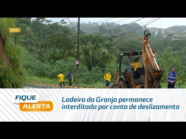 Ladeira da Granja permanece interditada por conta de deslizamento de terra na madrugada