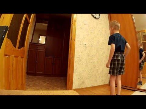 мальчик прошёл через стенку