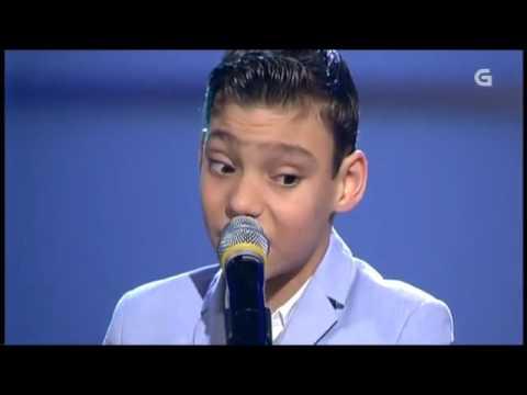 O pequeno Adrián Martín canta en Luar