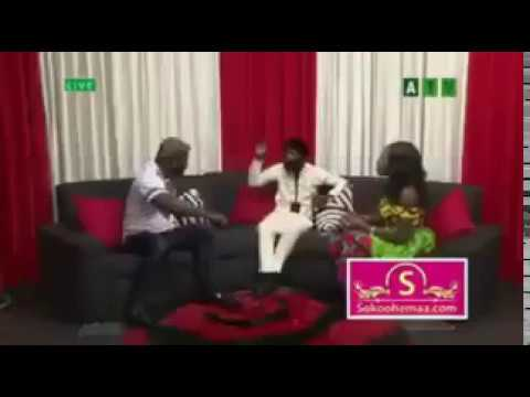 GHANA BOXER BEATS PRESENTER ON LIVE TV FOR INSULTING HIS HAIR STYLE